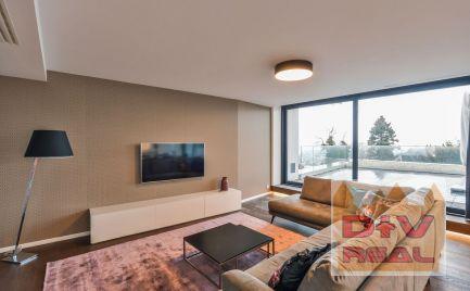 Predaj:  3 izbový byt, ulica Na štyridsiatku, vila Slavín,  moderne zariadený, novostavba, veľká terasa, parkovanie