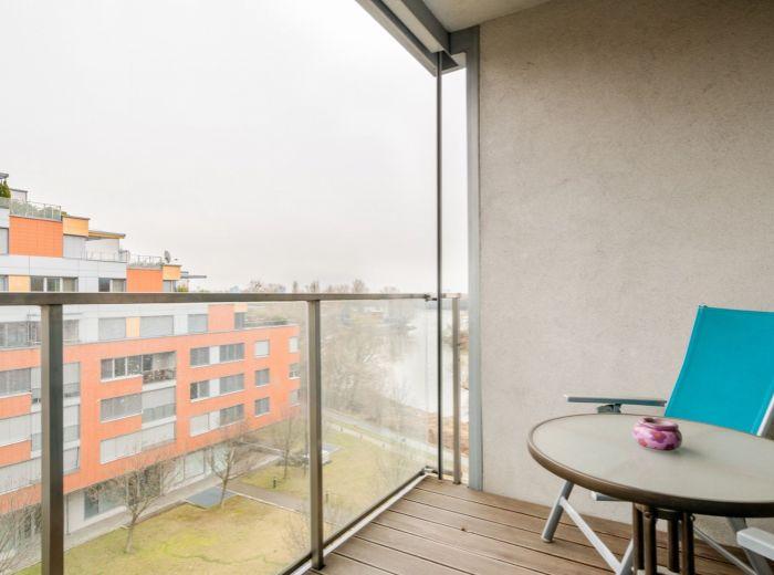 KARLOVESKÉ RAMENO, 2-i byt, 61 m2 – NOVOSTAVBA, zariadený, garážové státie, VÝHĽAD, voľný IHNEĎ