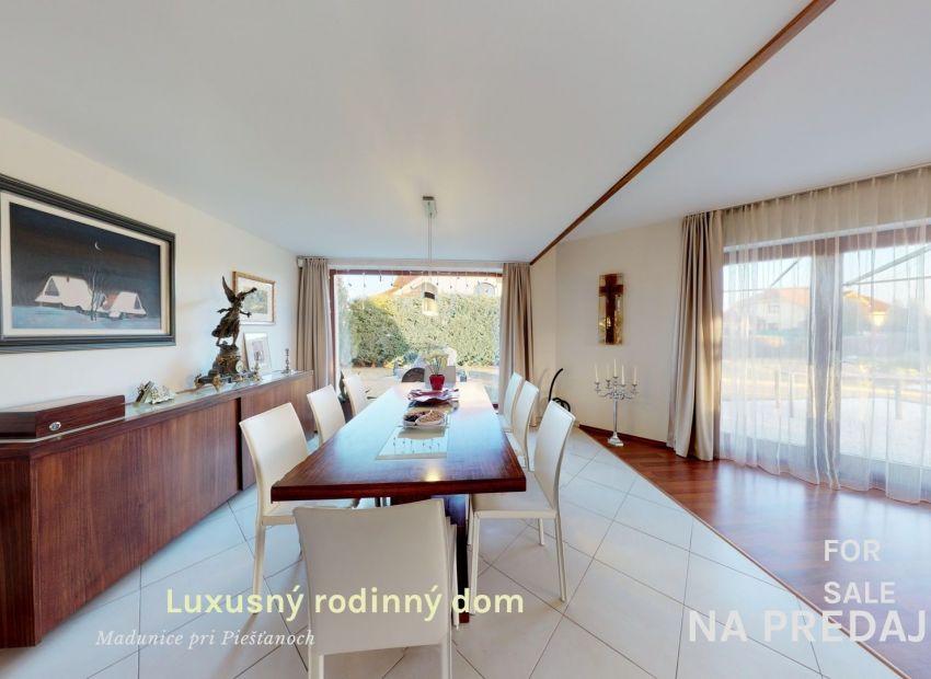 Luxusný rodinný dom /6 izb+,bazén pozemok 2180 m2/ Madunice pri Piešťanoch