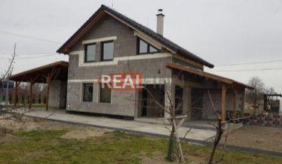REALFINN  - KOMÁRNO /OKOLIE/ Chata vo výstavbe na predaj