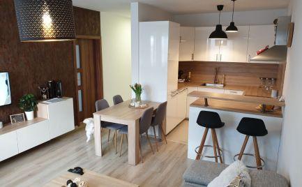 Na predaj krásny, zariadený 2.5.izb., byt, s garážovým státím a komorou v novostavbe v Stupave.