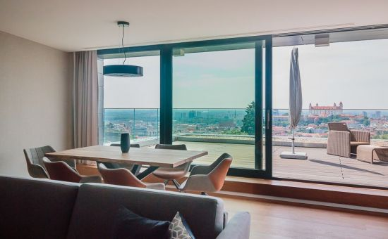 ARTHUR- luxusný byt s úžasným výhľadom na hrad a Bratislavu