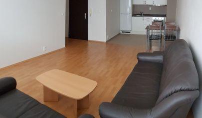 NA PREDAJ: Pekný 2-izbový byt s klimatizáciou a garážovým státím v Záhorskej Bystrici na Bratislavskej ul.