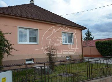 PRENÁJOM:  3 izbový rodinný dom so záhradou s garážou, kompletne zariadený, Bratislava IV, Záhorská Bystrica