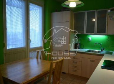 PREDAJ: 2 izb. byt, výmera 52 m2, s balkónom aj s loggiou, kompletná rekonštrukcia, Komárnická ul., BA – Ružinov