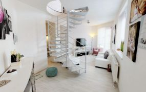 Na predaj pekný mezonetový 3 izbový byt v blízkosti centra Trenčína, Olbrachtova ulica.