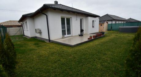 4 - izbová novostavba 100 m2, pozemok 380 m2 - Rajka