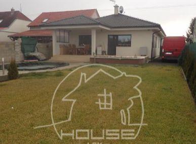 NA PREDAJ: NOVOSTAVBA - kompletne zariadený 4 izbový rodinný dom