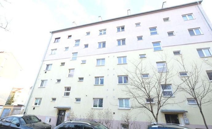 KVETNÁ ul. - 2-izbový byt v tehlovom dome neďaleko centra, dobrá dispozícia
