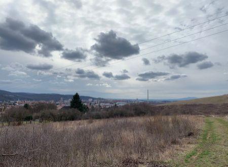 Na predaj pozemky v Partizánskom nad Šimonovanmi