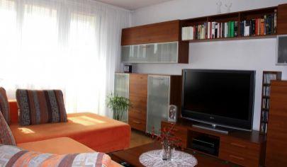 EXKLUZÍVNE NA PREDAJ: 3 izbový tehlový byt, loggia, vlastné kúrenie, Trnavská ul., Pezinok