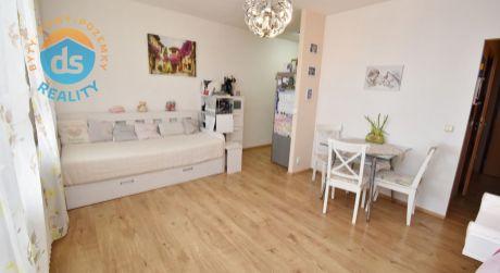 Iba u nás na predaj zrekonštruovaný 2 izbový byt s lodžiou, 46 m2, Trenčín, ul. Gen. Svobodu