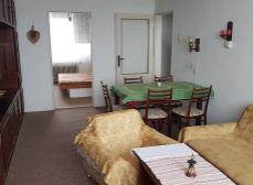 BERNOLÁKOVO okr. Senec : NA PREDAJ PRIESTRANNÝ 3-izbový byt v pôvodnom stave vo výbornej lokalite obce.