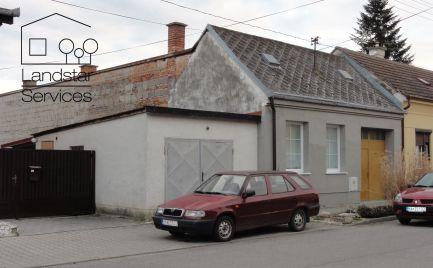 Pekný rodinný dom s podbráním, dieľňou, altánkom, skleníkom na peknom pozemku vo výbornej lokalite mesta Malacky!!!