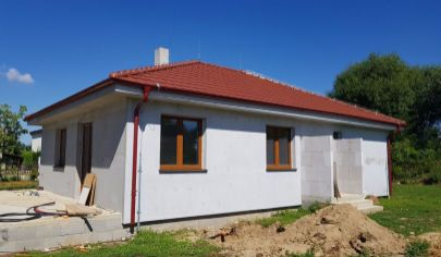 HRUBOŇOVO 4 izbová novostavba 116m3 zastavaná plocha pozemok 550 m2, okr. Nitra