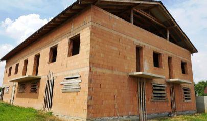 PODHÁJSKA - penzión vo výstavbe, pozemok 1215 m2, okr. Nové Zámky