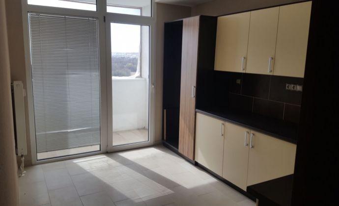 Na predaj kompletne prerobený 3 izbový byt v Prievidzi