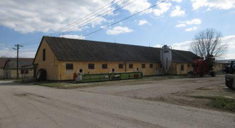 Na predaj murovaná budova na podnikateľské účely, 700m2, Krakovany okr. Piešťany
