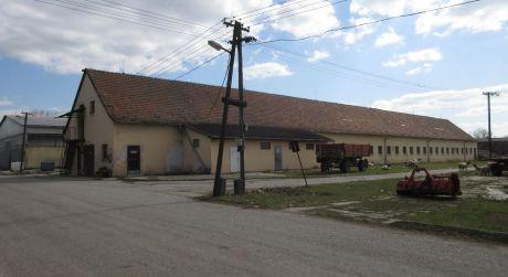 Na predaj murovaná budova na podnikateľské účely, 825m2, Krakovany okr. Piešťany