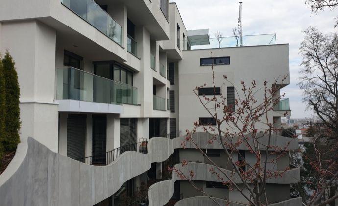 3- izbový /90m2/ byt s terasou /11m2/ pod Slavínom