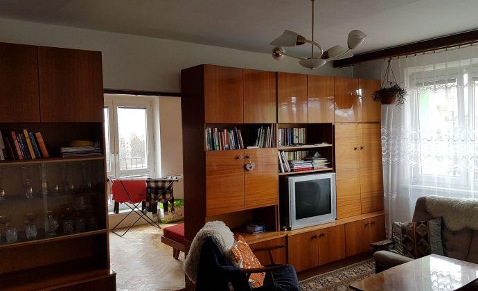 3-izbový byt s balkónom neďaleko centra Lipt. Mikuláša