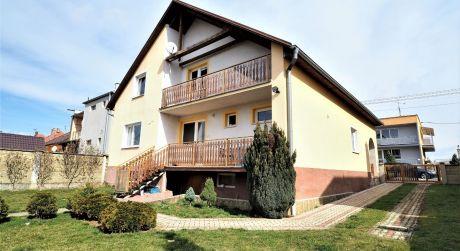Na predaj rodinný dom 3+1, 3.514 m2, pozemok, Chocholná-Velčice