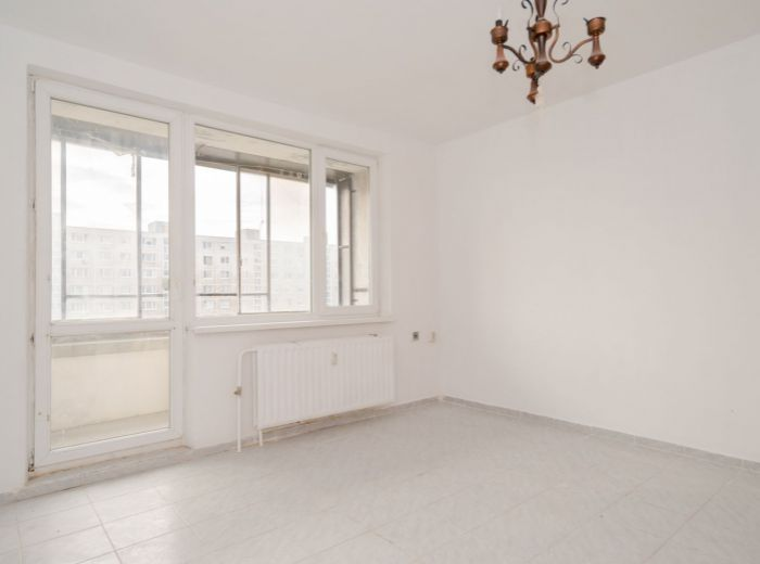 ZNIEVSKA, 1-i byt, 28 m2 - CHORVÁTSKE RAMENO, loggia, ZREKONŠTRUOVANÝ bytový dom, NÍZKE NÁKLADY