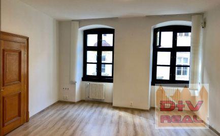 Prenájom: 3 kancelárie, Michalská ulica, Bratislava I, Staré Mesto, prepojené, krajné aj so samostatným vchodom, príslušenstvo k dispozícii