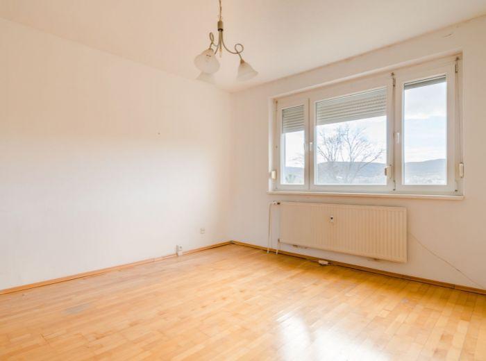 PRI ŠAJBÁCH, 2-i byt, 54 m2 - POKOJ a ZELEŇ, výborná dispozícia, bezproblémové PARKOVANIE