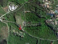 Ponúkame na predaj výnimočný  pozemok  v celkovej výmere 625 m2 vo vynikajúcej tichej  lokalite v blízkosti lesa, Dúbravka, Plachého ulica.