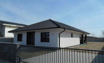 Ponúkame na predaj novostavbu 4 izbového domu v tichej lokalite,  v obci Kvetoslavov !!!!!! IHNEĎ K NASŤAHOVANIU !!!!!