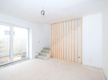 ***NOVINKA: Nový 3 izbový byt s vlastnou terasou a parkovaním v blízkosti CENTRA!!