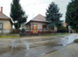 4 izbový rodinný dom  s pekným pozemkom v obci Dolné Janíky