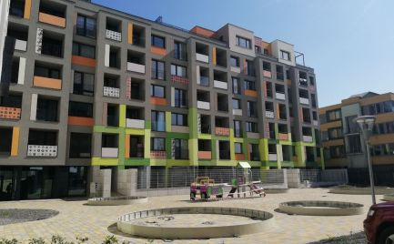 Veľký 1izb byt s terasou/predzáhradkou, veľkou kúpelkou a pivnicou
