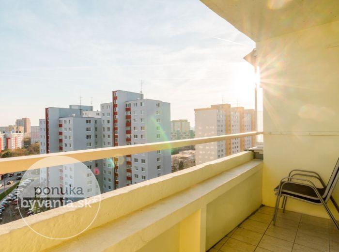 PREDANÉ - MLYNAROVIČOVA, 2-i byt, 49 m2 - ELEKTRIČKA, trhovisko, REKONŠTRUKCIA bytu a domu, IHNEĎ VOĽNÝ
