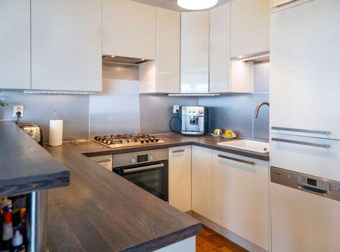 BAKOŠOVA, 4-i byt, 110 m2 - PRAKTICKÁ DISPOZÍCIA, vlastná UZAVRETÁ garáž, NOVOSTAVBA s výhľadom
