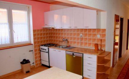 Ponúkame  na prenájom 4 izbový byt vo Velkej Lehôtke