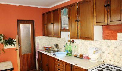 LIEŠŤANY, 9  izbový rodinný dom, pozemok 494 m2, okr.Prievidza