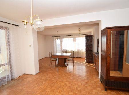 Priestranný rodinný dom /7 izieb, pozemok 647 m2, garáž/  Moravany nad Váhom