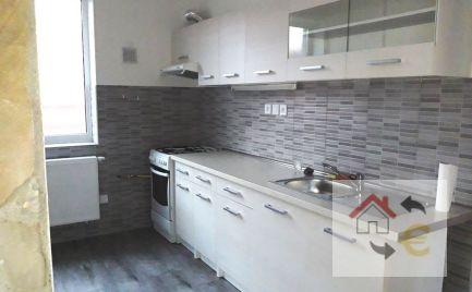 Voľný od 1.2.2020...Luxusný 4 izbový byt s terasou v priamom centre Prešova, Františkánske námestie