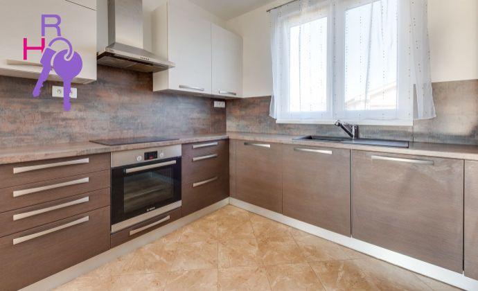 Ponúkame Vám na predaj 4 izbový rodinný dom v  Miloslavove- Alžbetin Dvor .  Plocha: úžitková 97m2,   plocha pozemku 871 m2. Cena 199.500,-€.
