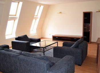 BA námestie SNP/Kamenné námestie – veľmi komfortný veľkometrážny Mezonet 165 m2 (3-5 izb.) v centre Bratislavy.