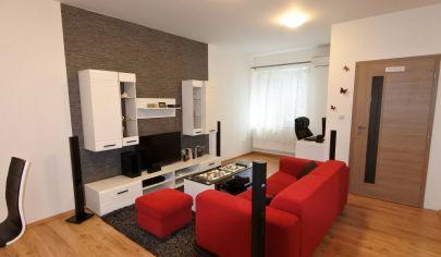 Exkluzívne iba v APEX reality 2i byt po kompletnej rekonštrukcii, 50 m2, klíma, bezproblémové parkovanie