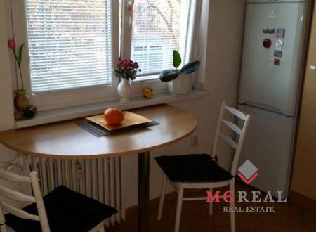 Znížená cena! 1-izbový byt na predaj-centrum Prievidze