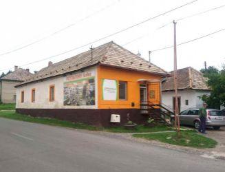 Ružiná – zabehnutý obchod potravín, tri budovy, pozemok 469 m2 – predaj