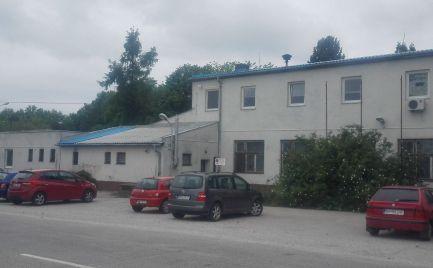 Predám polyfunkčnú budovu v Čabe pri Nitre.