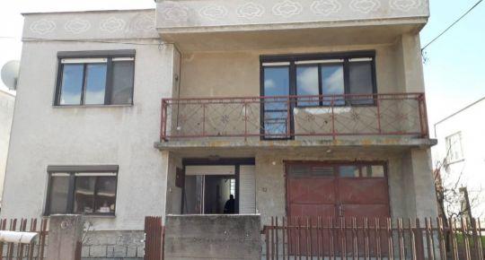 Pozor znížená cena o5000Eur!DIAMOND HOME s.r.o  Vám ponúka na predaj 6 izbový rodinný dom v Doľnom Štáli.