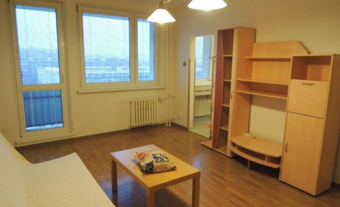 Best Real – prenájom zrekonštruovaného 1- izbového bytu, 32m2, s veľkou loggiou na Karloveskej ulici.