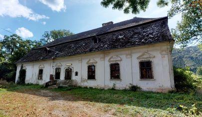 BAROKOVÝ KAŠTIEĽ z roku 1770, Pečovská Nová Ves