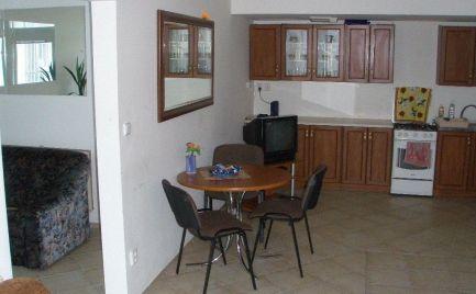 Na prenájom 2 samostatné izby / veľký 4 izbový byt Holíčska ul. Petržalka